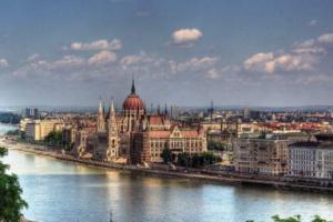 قرار من هنغاريا بحبس طالبي اللجوء تلقائياً
