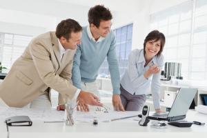الإقامة وحق العمل شروط ومميزات وما سوف يمنحك في النهاية