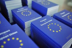 أسهل الطرق للحصول على إقامة دائمة في أوروبا اليك التفاصيل