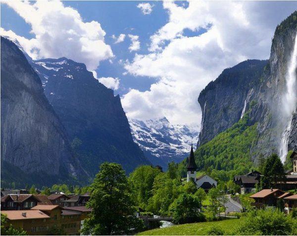 Lutterbrunn Valley e1495748411328 - بالصور أفضل خمس أنشطة سياحية في سويسرا