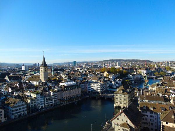 Zurich e1495750947591 - بالصور أفضل خمس أنشطة سياحية في سويسرا