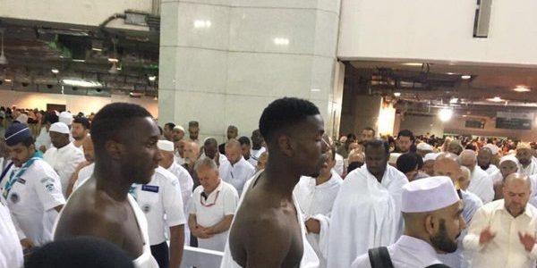 لاعب مانشستر يونايتد بول بوغبا يؤدي مناسك العمرة في رمضان