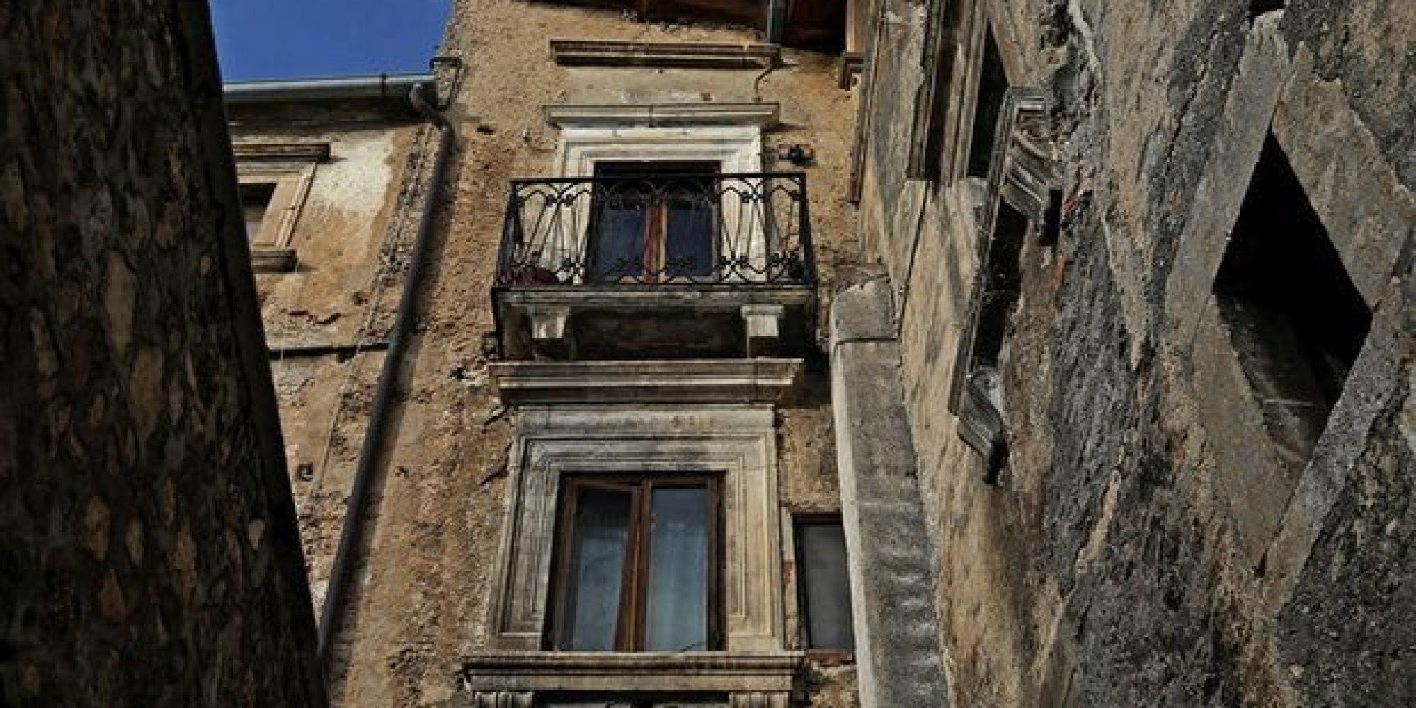 o SOCIAL MEDIA facebook - مدينة في ايطاليا تمنح المال  لمن ينتقل للعيش فيها