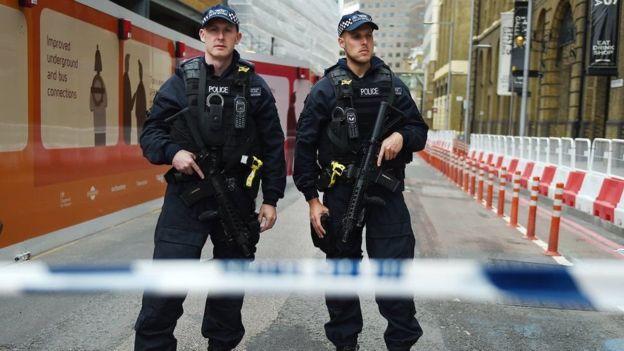 96349612  96346072 hi039873883 - الشرطة البريطانية: تعلن هوية اثنين من المنفذين الهجوم في لندن