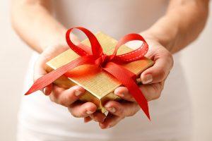 تعرف على طرق تقديم الهدايا