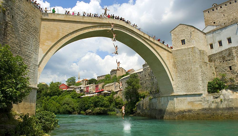 Mostar Brückenspringer Trevor Multi - تعرف على أهم الأماكن السياحية في البوسنة والهرسك