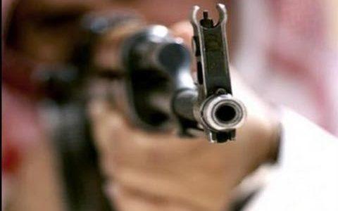 شخص مجهول الهوية يطلق النار على آخر بالقرب من حراج طبربور