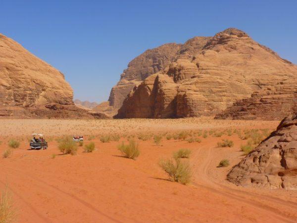 Wadi Rum e1506541820278 - الأماكن السياحة الأفضل في المملكة الأردنية الهاشمية