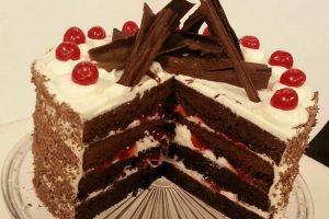 طريقة تحضير كعكة الشوكولاتة الألمانية المشهورة بالبلاك فورست