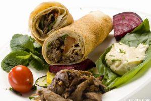 سرّ عمل شاورما اللحم بالفرن في البيت بطعم مثل المطاعم