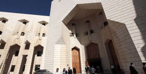 تم تسليم المتهم بقضية القتل بمنطقة مأدبا إلى السلطات القضائية في منطقة الفيصلية