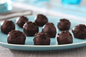 طريقة عمل حلى كرات الأوريو بالشوكولاتة