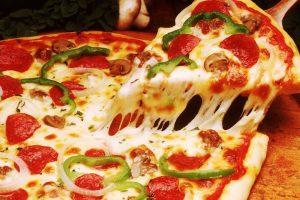 بطريقة سهلة وبسيطة كيفية تحضير طبق البيتزا