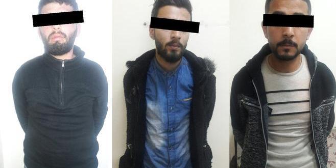 المشبوهين الثلاث من المصدر - رجال الأجهزة الأمنية يلقون القبض على سالبي محل تجاري في اربد - بالاسماء والصور