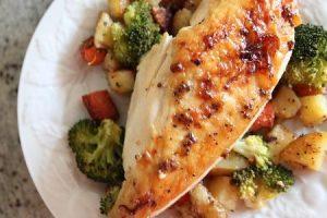 شاهد بالفيديو طريقة عمل الدجاج مع الخضار لغداء او عشاء فاخر