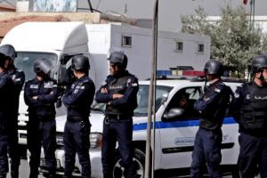 رجال الأجهزة الأمنية يلقون القبض على سالبي محل تجاري في اربد – بالاسماء والصور
