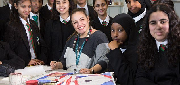 الفائزة بجائزة أفضل معلمة على مستوى العالم