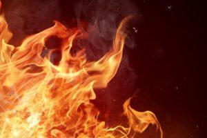 شاب يحرق نفسه على دوار الرمثا بإربد