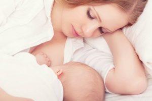 لبن الأم هو الغذاء الأمثل للطفل