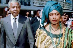 توفيت الناشطة ويني مانديلا