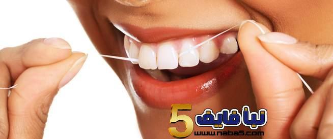 أهمية استعمال خيوط تنظيف الاسنان
