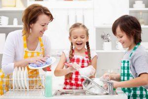 اهمية مشاركة الطفل فى اعمال المنزل