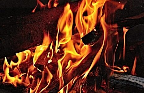 تفسير حلم إشعال النيران في المنام