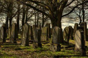 تفسير حلم القبور الكثيرة