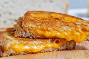 طريقة عمل سندويتشات الجبنة المشوية في المنزل