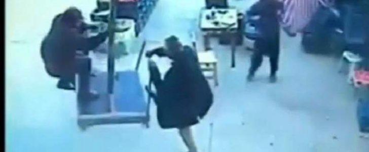 شاهد بالفيديو رجل المظلة الطائر في تركيا